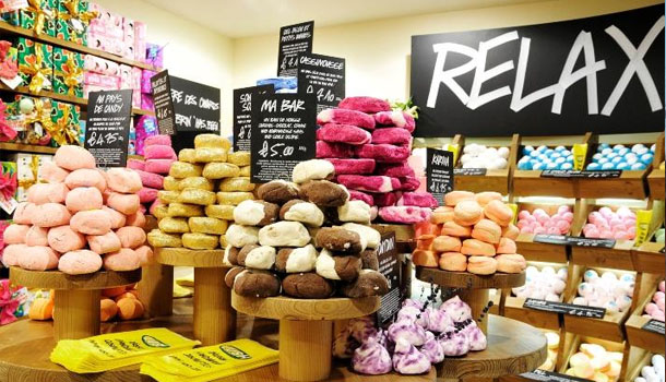 LUSH-cosmetique-main-boutique