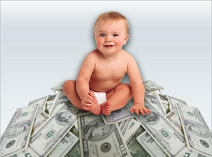 bébé sur une montagne d\'argent