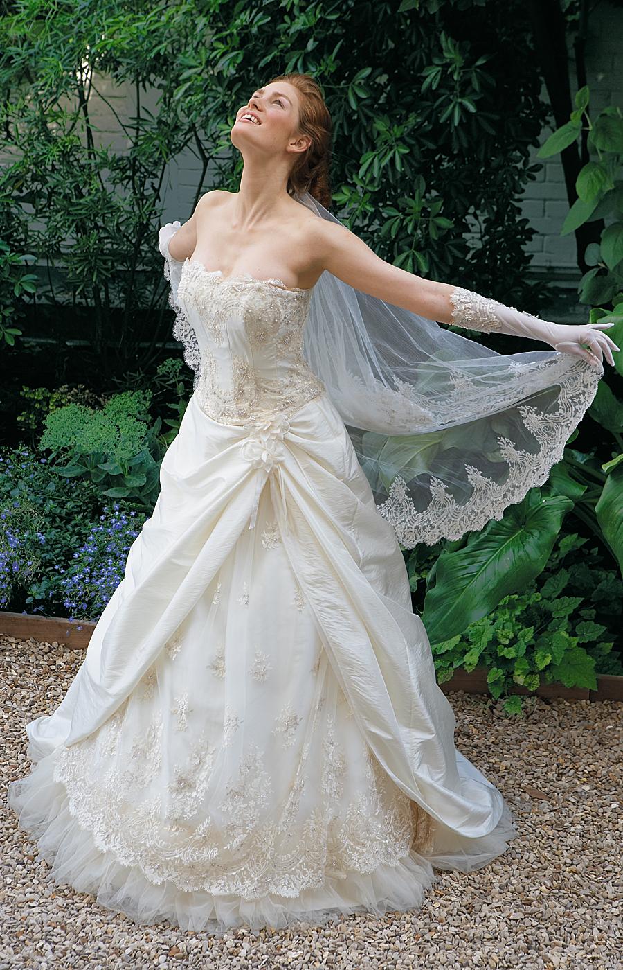 Comment choisir sa robe de mari e pour son mariage for Robes violettes plus la taille pour les mariages