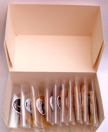 moustache-cookies-box