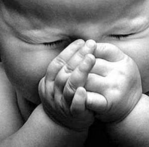éternuement de bébé